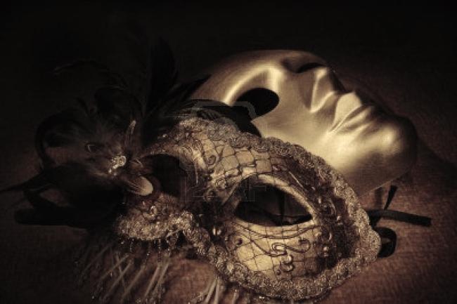 Mascaras-venecianas-de-oro-en-una-textil - copia